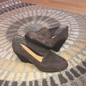 Gorgeous brown suede wedges